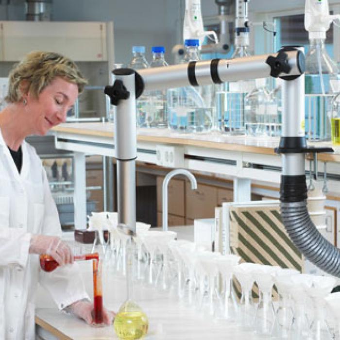 Brazo para aspiración en laboratorios
